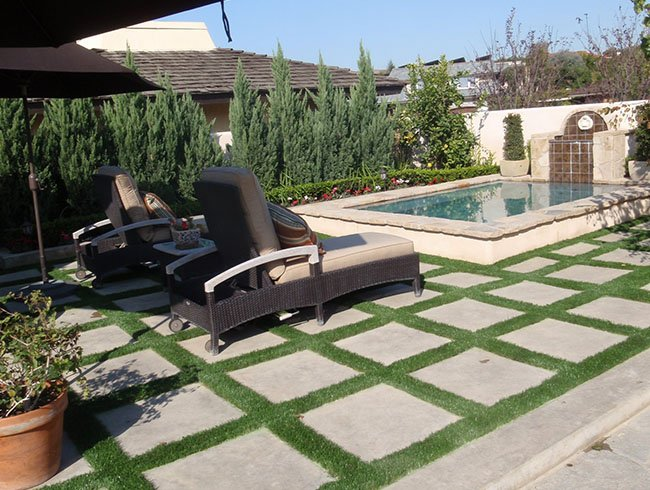 Steeping stones and artificial grass forming grid pattern